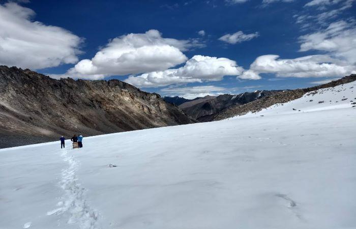 Glacier retreat in the Hindukush Himalayas reveals transboundary uncertainties