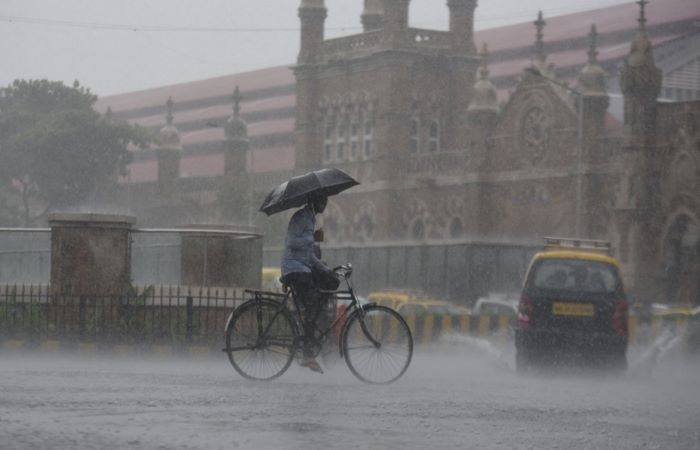Mumbai goes under as rain lashes India's west coast
