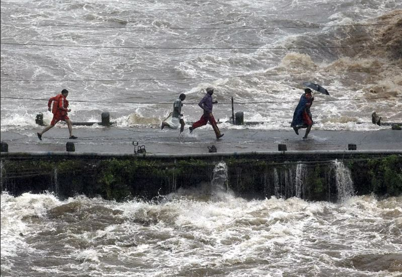 1,058 deaths so far during 2019 monsoon in India, environment minister denies links with climate change despite clear signs