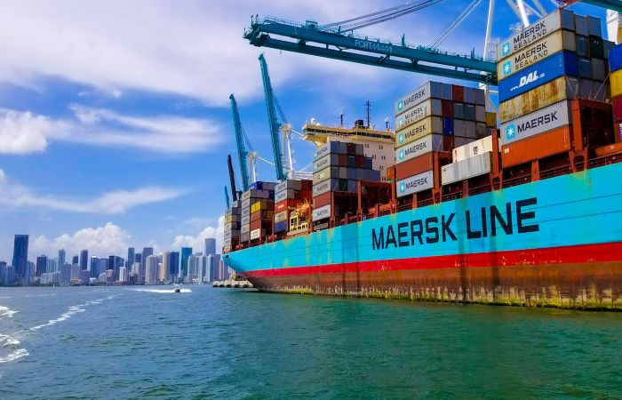 Maersk's new ships to stop burning fossil fuels