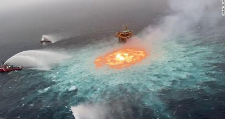 Pemex denies any oil spill despite infernal fire in Gulf of Mexico