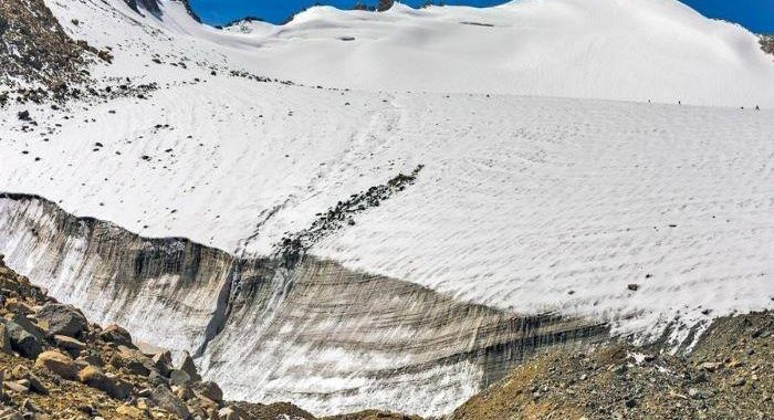 If South Asian countries implement emission norms, black carbon deposits on Himalayan glaciers can reduce by 23%: Report